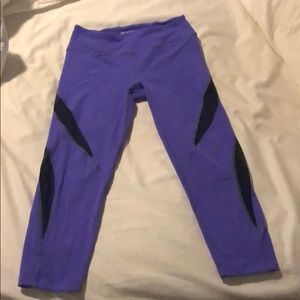 Beyond Yoga Size Medium purple crop leggings